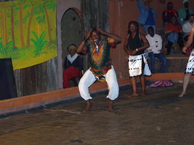 spectacle danse africaines et percussion africaine oussaye met le wai - toubab dialaw -senegal